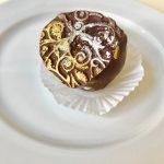 tmavá čokoláda, champagne krém, čokoládové cesto, 70 g, 2,00 Eur/ks