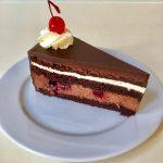 kakaový korpus, čokoládový krém, varené ovocie, šľahačka, 140 g, 3,00 Eur/ks